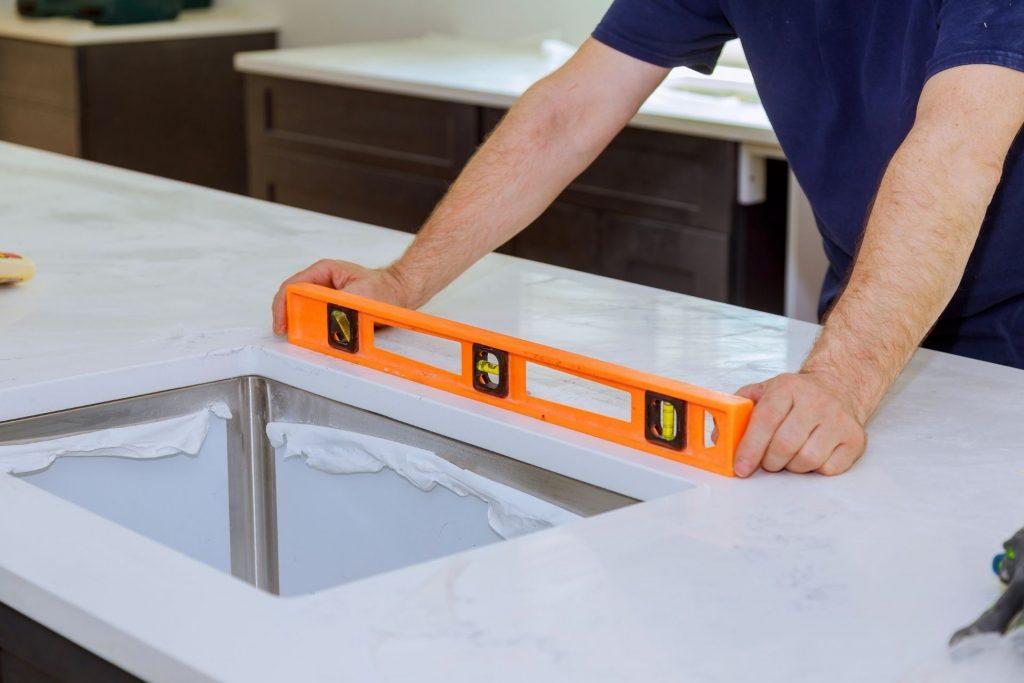 countertop-materials-granite-vs-quartz-platinum-sand-construction-home-renovation-specialists-south-florida